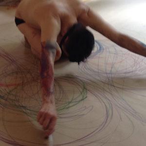 Durch den Körper zeichnen, August 2017